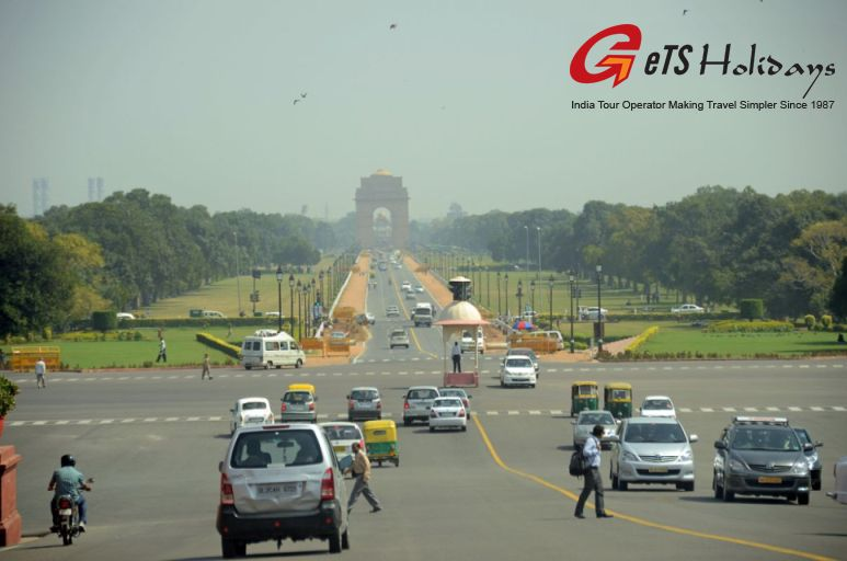 india gate view in winter