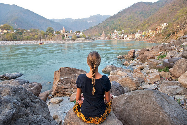 yoga-meditation-rishikesh-india-20140620141740